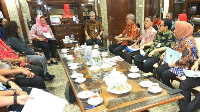 Gubernur Jawa Tengah, Ganjar Pranowo saat membahas apel 'Kita Merah Putih'.