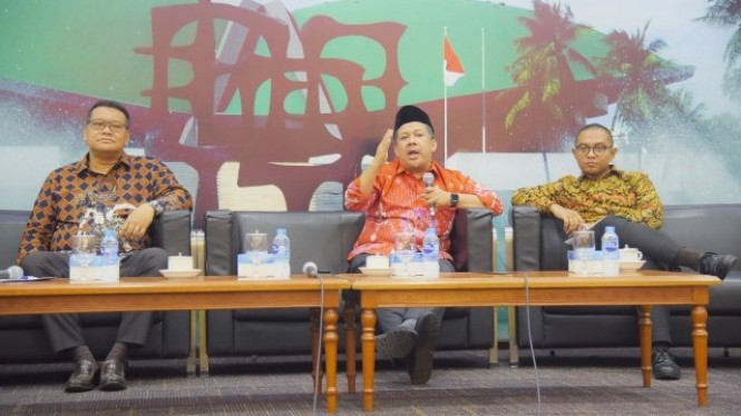"Wakil Ketua DPR RI Fahri Hamzah menjadi pembicara saat diskusi Dialektika Demokrasi bertajuk ""Menakar Efektivitas Debat Capres dalam Meraih Suara""."