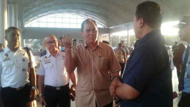 Anggota DPR RI Komisi V dari Fraksi Gerindra, Bambang Haryo Soekartono, saat tiba di Bandara Internasional Lombok, Nusa Tenggara Barat.