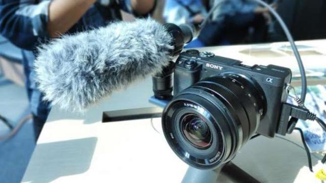 Kamera Mirrorless AI Sony, a6400