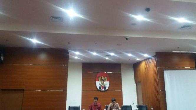KPK tetapkan Ketua Umum PPP Romahurmuziy tersangka kasus dugaan suap.
