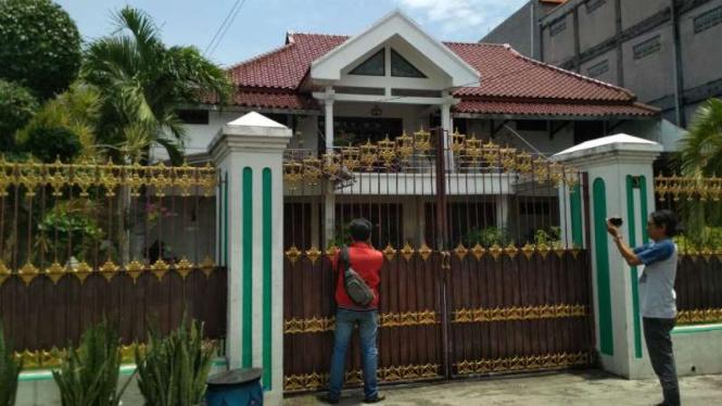Rumah yang disebut ditinggali Haris Hasanuddin di Siwalankerto, Surabaya.