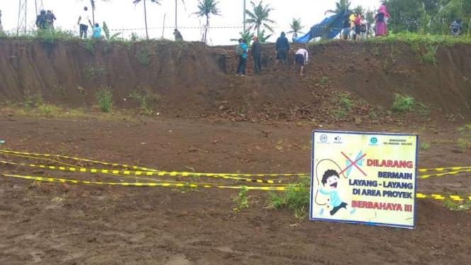 Proses eskavasi di Situs Sekaran proyek jalan tol Malang-Pandaan, Malang.