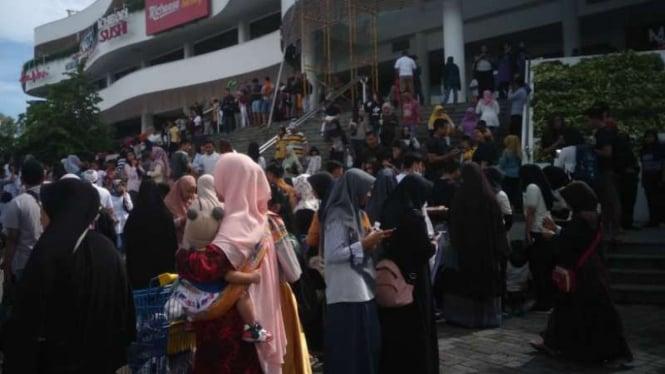 Gempa 5,8 SR Guncang Lombok, Warga Berhamburan