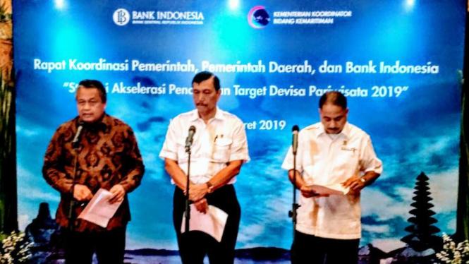 Gubernur BI Perry Warjiyo, bersama Menko Maritim dan Menteri Pariwisata.