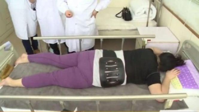 Wanita di China yang punggungnya patah