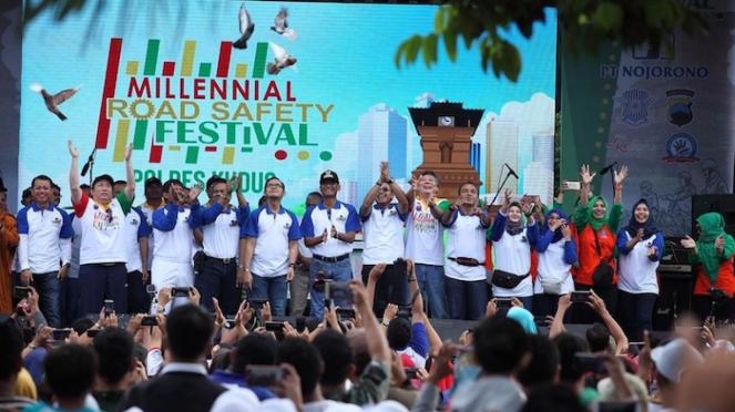 Bupati Kudus M. Tamzil (tengah), Kapolres Kudus AKBP Saptono (ketujuh kanan),