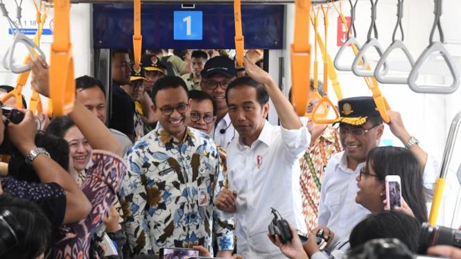 Presiden Jokowi Mencoba MRT Jakarta
