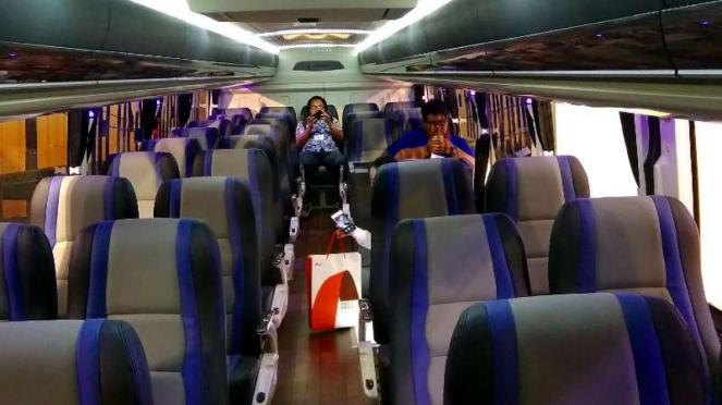 Interior lantai dua bus Volvo B11R 420