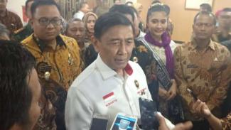 Menteri Koordinator Bidang Politik, Hukum, dan Keamanan Wiranto usai menghadiri forum koordinasi sinkronisasi antarelemen di Depok, Jawa Barat, Kamis malam, 21 Maret 2019.