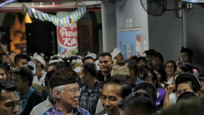 Presiden Jokowi dalam pengenalan Gopay di pasar tradisional di Denpasar, Bali