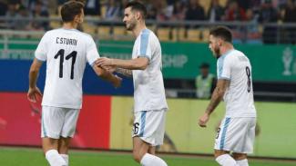 Para pemain Uruguay rayakan gol.