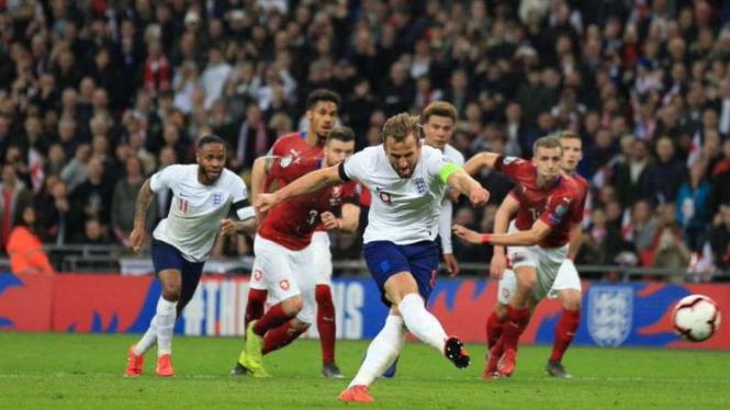 Duel Inggris vs Republik Ceko.