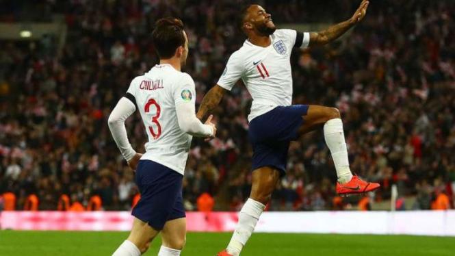 Winger Inggris, Raheem Sterling rayakan gol.