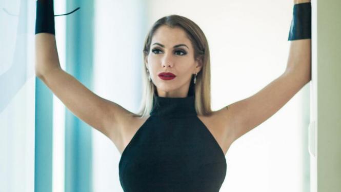 Bintang film dewasa, Elena Berkova.