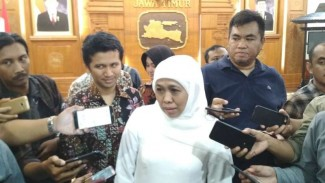 Gubernur Jawa Timur Khofifah Indar Parawansa usai acara HUT ke-39 Dekranasda di Gedung Negara Grahadi Surabaya, Jawa Timur, pada Sabtu, 23 Maret 2019.