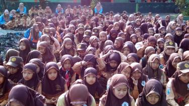 https://thumb.viva.co.id/media/frontend/thumbs3/2019/03/23/5c95e787ee753-ribuan-siswa-di-kabupaten-malang-serentak-istigatsah-harlah-nu_375_211.jpg