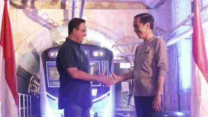 Gubernur DKI Jakarta Anies Baswedan dan Presiden Joko Widodo saat meresmikan MRT.