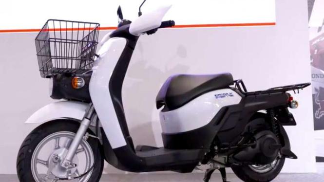 Skuter listrik Honda Benly