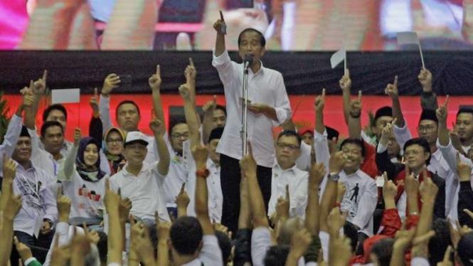 Calon Presiden nomor urut 01 Joko Widodo saat kampanye di Malang, 25 Maret 2019.