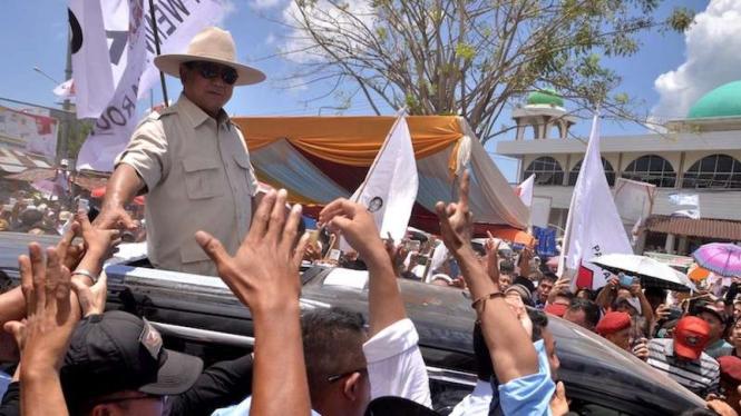 Calon Presiden nomor urut 02 Prabowo Subianto saat kampanye di Manado, 24 Maret 2019.