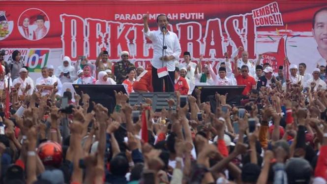 Calon Presiden nomor urut 01 Joko Widodo saat kampanye di Jember