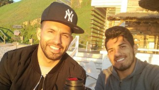 Pemain Manchester City, Sergio Aguero dan adiknya, Gaston del Castillo (kanan)