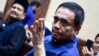Gubernur Aceh nonaktif Irwandi Yusuf bersiap menjalani sidang dengan agenda pembacaan tuntutan di Pengadilan Tipikor, Jakarta