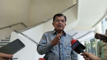 Wakil Presiden RI Jusuf Kalla (Wapres JK) di kantornya