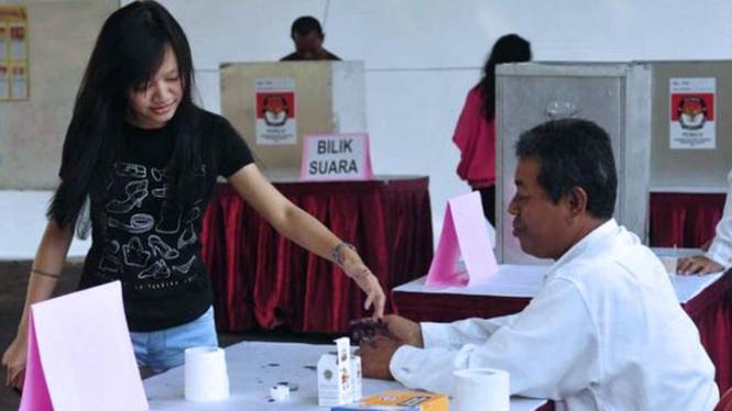 Ilustrasi petugas tempat pemungutan suara. (FOTO: Istimewa)