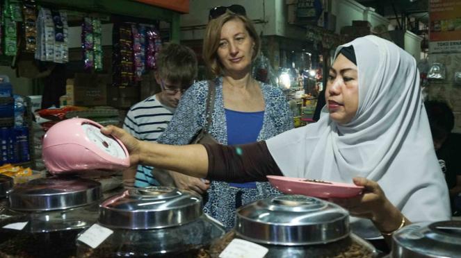 Geliat Kios Dunia Kopi di Pasar Santa Jakarta