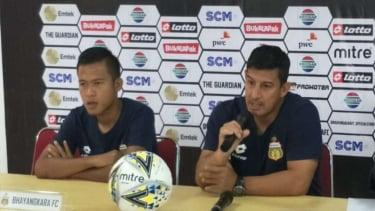 Pelatih Bhayangkara FC, Alfredo Vera (kanan).