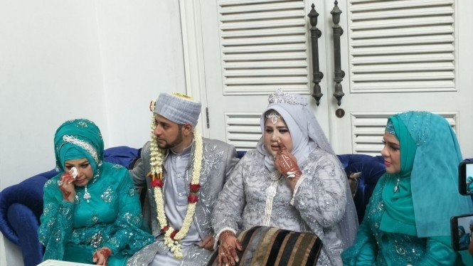Elvy Sukaesih dan Dhawiya Zaida