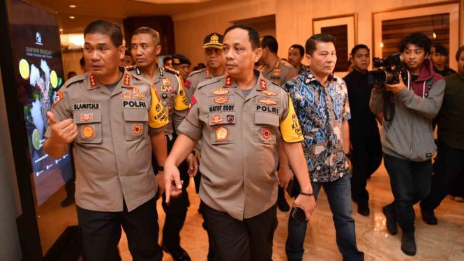 Kapolda Metro Jaya Irjen Pol Gatot Eddy Pramono (tengah) meninjau lokasi Debat Capres 2019 putaran keempat di Hotel Shangri-La, Jakarta, Jum'at, 29 Maret 2019.