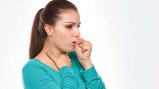 Ilustrasi wanita batuk.