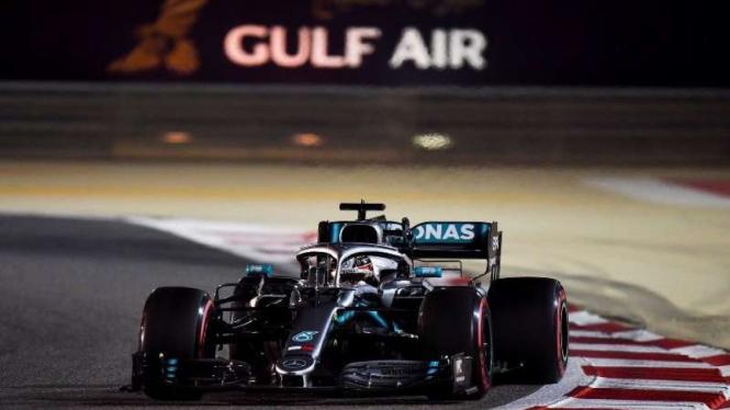 Pembalap Mercedes AMG, Lewis Hamilton.