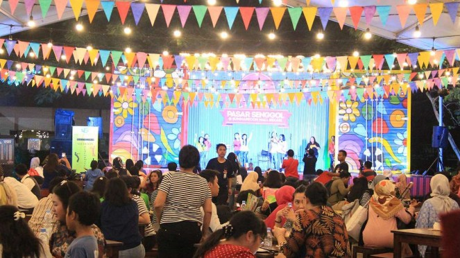 Suasana Pasar Senggol di Summarecon Mall Bekasi.