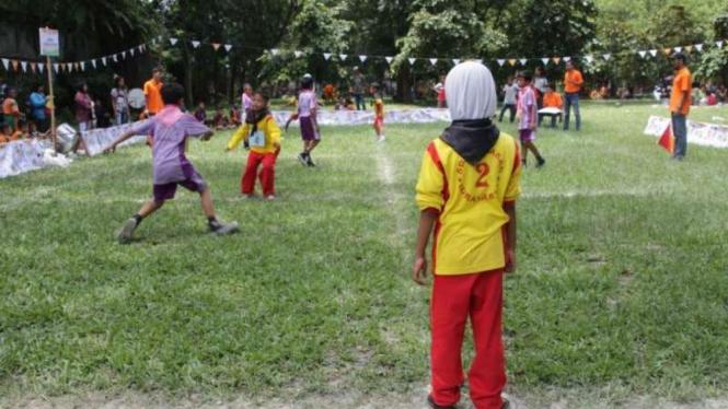 Wajib Tahu Ini Pentingnya Kenalkan Permainan Tradisional Ke Anak Halaman 2