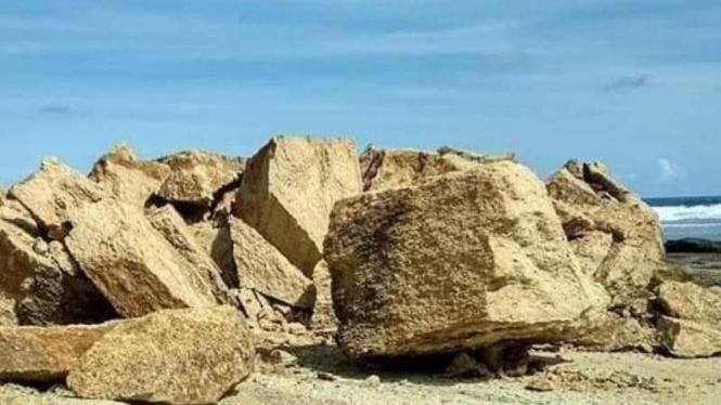 Hasil gambar untuk batu payung lombok