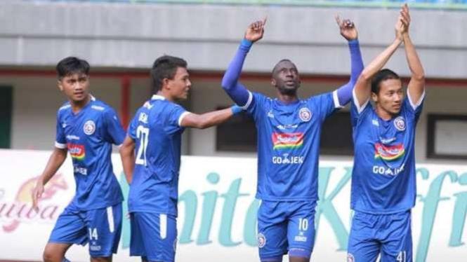 Gelandang Arema FC, Makan Konate (kedua dari kanan)