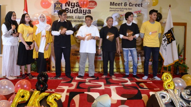 Presiden PKS Mohamad Sohibul Iman (tengah) saat acara Meet and Greet Film 8Stories.