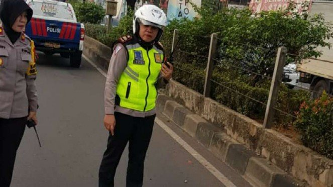 Polisi mengamankan lokasi jasad wanita tertabrak di Margonda, Depok