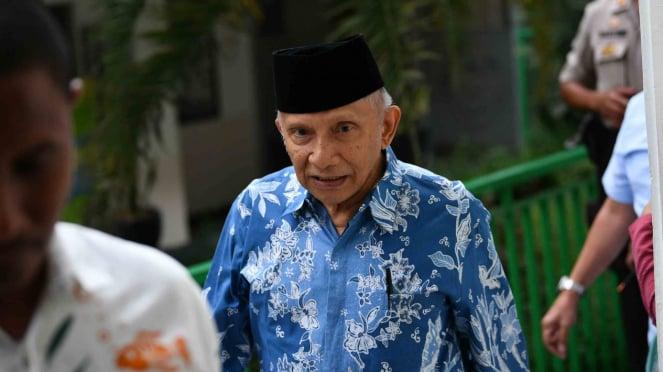 Ketua Dewan Kehormatan PAN Amien Rais (tengah) bersiap memberikan kesaksian dalam sidang kasus dugaan penyebaran berita bohong atau hoaks dengan terdakwa Ratna Sarumpaet di PN Jakarta Selatan, Jakarta