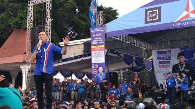 Ibas Yudhoyono, satu panggung dengan sang kakak, Agus Yudhoyono.