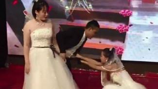 Mantan dan pengantin di pelaminan.