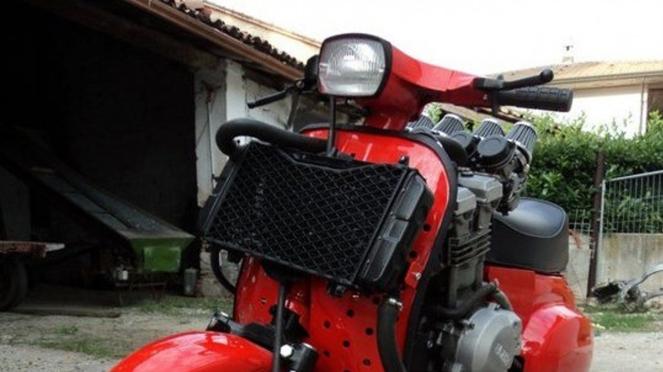 Vespa 50 Special dipasangi mesin moge