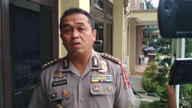 Kepala Bidang Hubungan Masyarakat Kepolisian Daerah Jawa Timur Komisaris Besar Polisi Frans Barung Mangera di Markas Polda Jatim, Surabaya, Kamis, 11 April 2019.