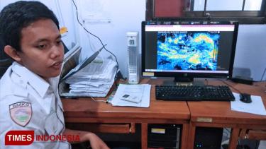 https://thumb.viva.co.id/media/frontend/thumbs3/2019/04/12/5cb07ef37c572-bmkg-keluarkan-peringatan-gelombang-tinggi-di-perairan-banyuwangi_375_211.jpg