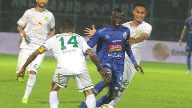 Laga Arema FC kontra Persebaya Surabaya