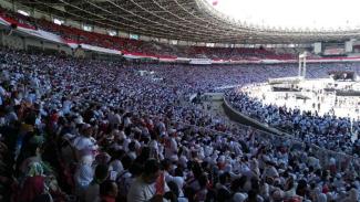 Pendukung Jokowi-Ma'ruf mulai memasuki lokasi kampanye akbar di Stadion GBK.